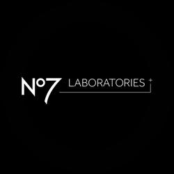 No7 Lift & Luminate Translucent Powder Badge