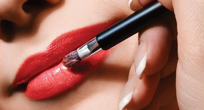 Insta Trend: Bloggers Applying Lipsticks
