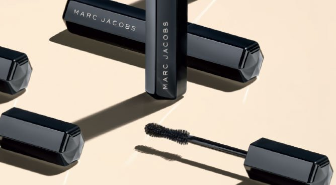 #TrendingNow: Marc Jacobs Velvet Noir Major Volume Mascara