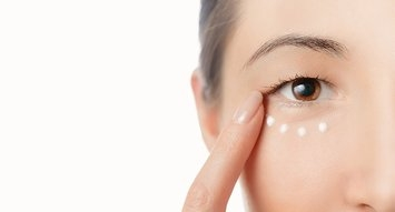 What is the One Eye Product that Actually Depuffs Your Eyes?