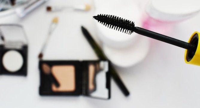 6 Ways to Keep Your Makeup in Tip-Top Shape