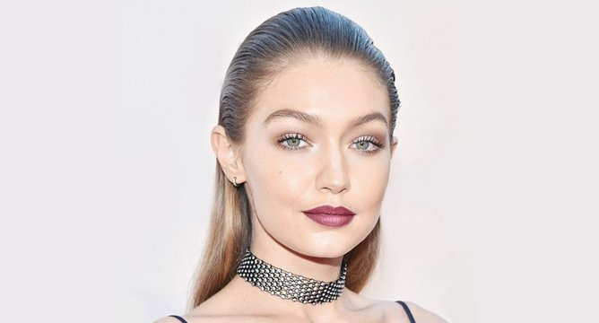 Get the Look: Gigi Hadid's '90s Dark Lip