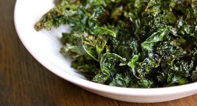 Healthy Bites: Salt & Vinegar Kale Chips