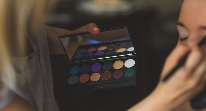 INCOMING: Best Holiday Eyeshadow Palettes