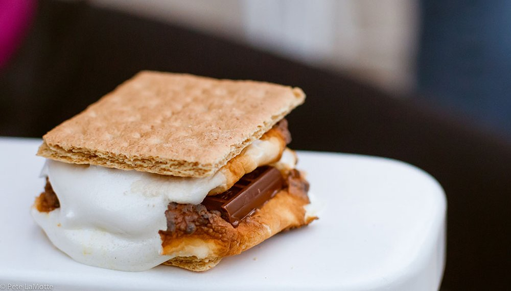 How to Throw a S'mores Party
