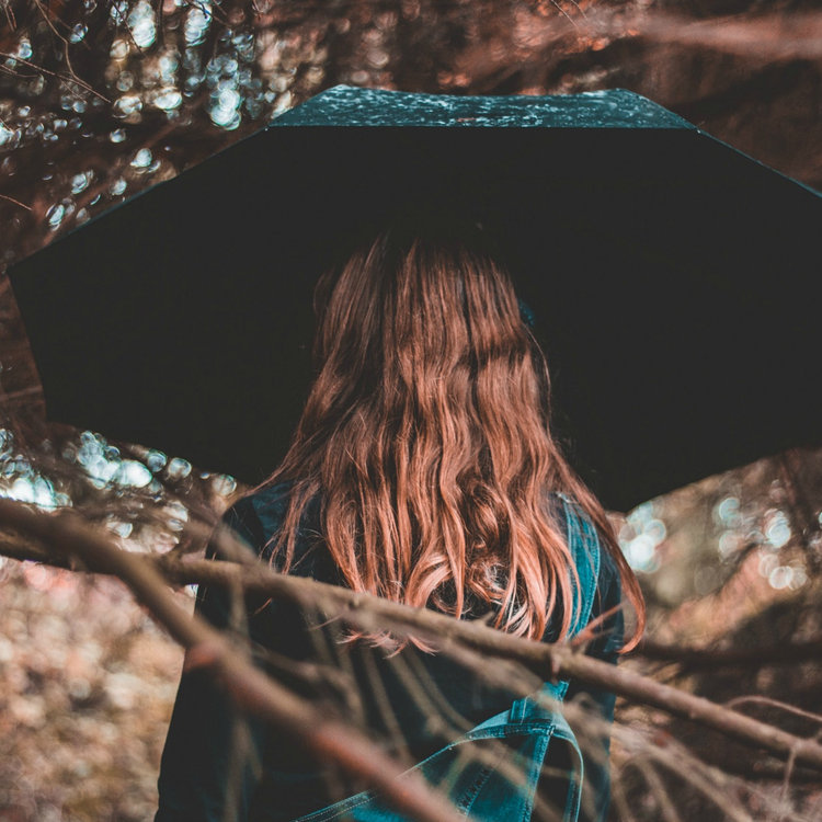 How to Maintain Your Hairstyle Through Bad Weather