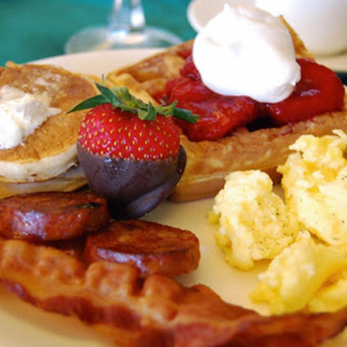 10 Affordable Boozy Brunch Spots Below 14th St