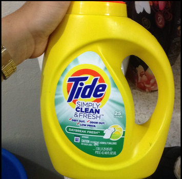 Photo of Tide Simply Clean And Fresh Liquid Daybreak Fresh Laundry Detergent uploaded by Emely T.