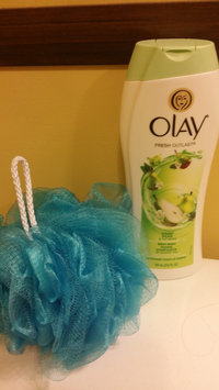Photo of Olay Fresh Outlast Crisp Pear & Fuji Apple Body Wash uploaded by lauren h.