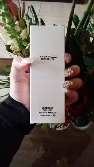 M-A-C Mineralize Volcanic Ash Exfoliator uploaded by Adriana G.
