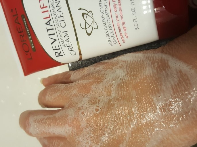 L'Oréal Advanced RevitaLift Radiant Smoothing Cream Cleanser uploaded by Kelly F.