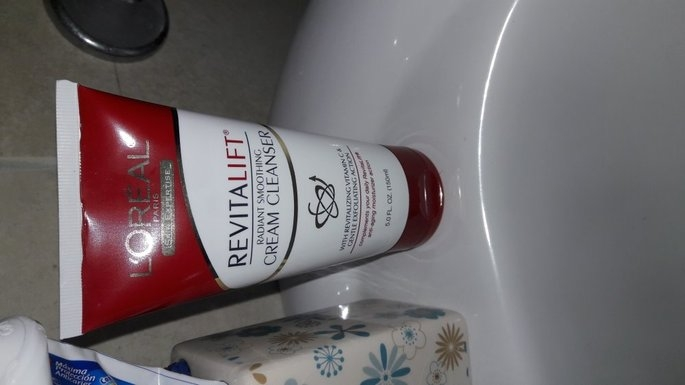 L'Oréal Advanced RevitaLift Radiant Smoothing Cream Cleanser uploaded by Ironelis S.