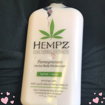 Hempz Pomegranate Herbal Moisturizer uploaded by Lia H.