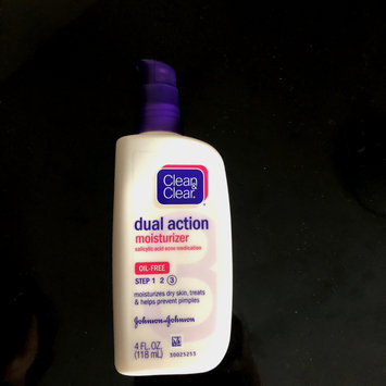 Photo of Clean & Clear® Essentials Dual Action Moisturizer uploaded by Thaonhi V.