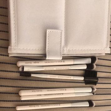Photo of Royal Brush Moda - 7 Piece Beautiful Eyes Brush Set & Case - White (for Women) uploaded by Crystal M.