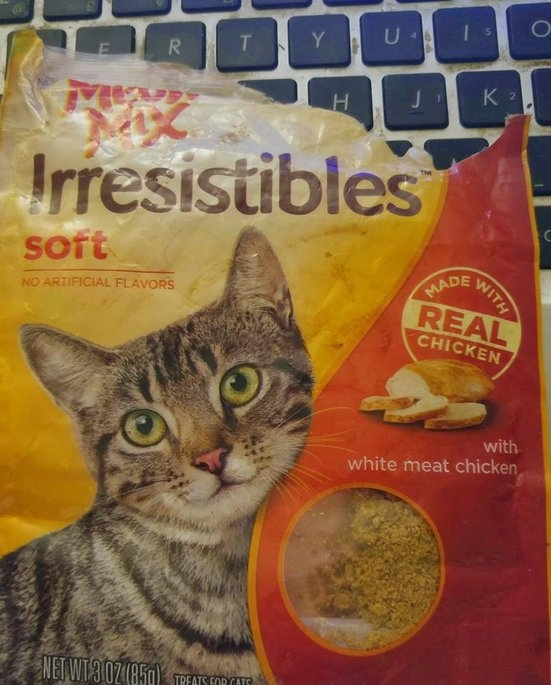 3.0oz Meow Mix Irresistibles Treat Soft With Real White Meat Chicken uploaded by Damara L.