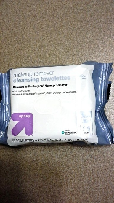 up & up Makeup Remover Cleansing Towelettes uploaded by Andrea C.