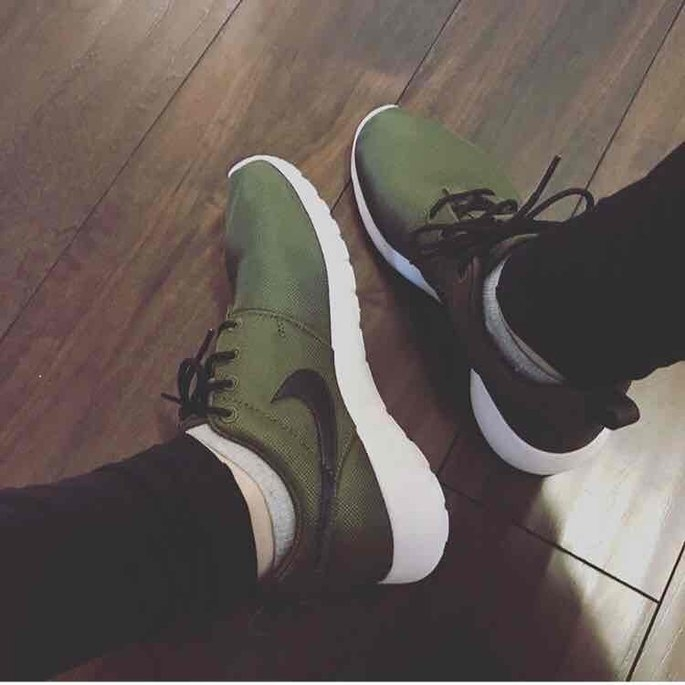 Men's Nike 'Roshe Run' Sneaker, Size 8.5 M - Blue uploaded by S Y.