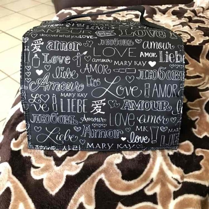 Mary Kay  Travel Roll-Up Makeup Bag uploaded by Elena R.