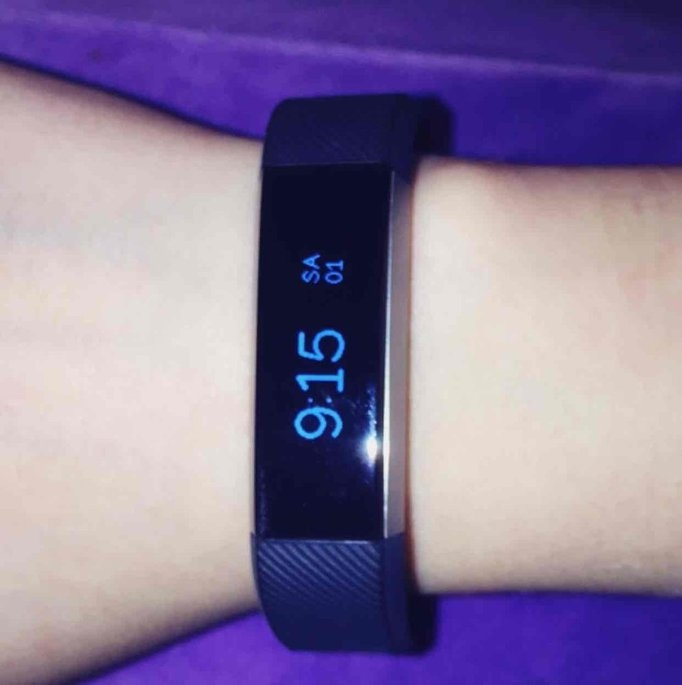 Fitbit 'Alta' Wireless Fitness Tracker, Size Small - Black uploaded by Nicole M.