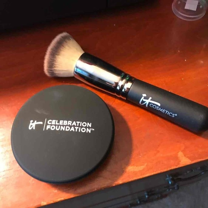 It Cosmetics Heavenly Luxe Buffing Airbrush Foundation Brush uploaded by Amanda F.