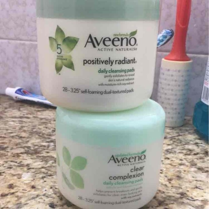 Aveeno Clear Complexion Daily Cleansing Pads uploaded by Rida T.
