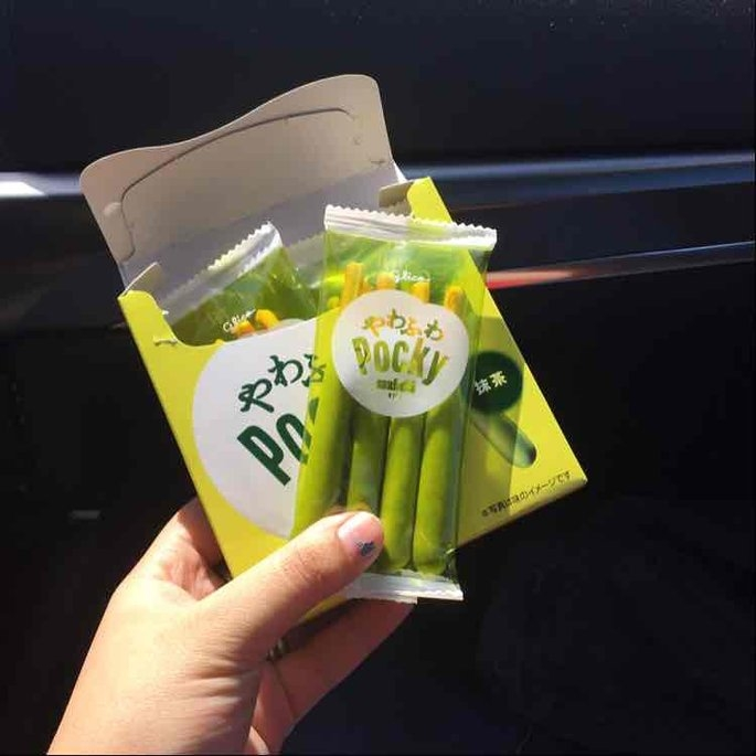 Glico Pocky Matcha Green Tea Cream Covered Biscuit Sticks uploaded by Violet W.