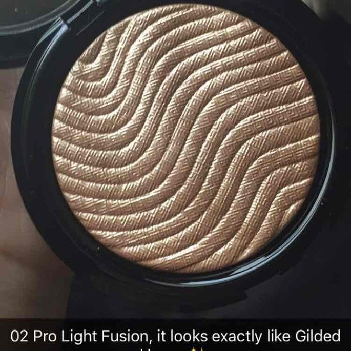 MAKE UP FOR EVER Pro Light Fusion Highlighter 2 Golden uploaded by Dara R.