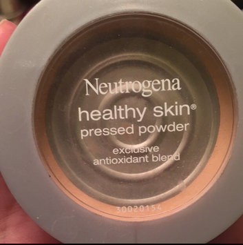 Photo of Neutrogena® Mineral Sheers Loose Powder Foundation uploaded by Kaykay H.
