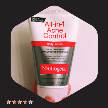 Neutrogena All-in-1 Acne Control Daily Scrub uploaded by Kristen P.