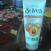 St. Ives Blemish Control Apricot Scrub uploaded by Lorena E.
