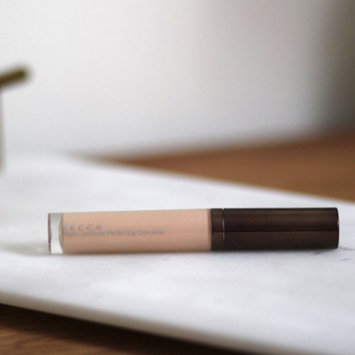 Photo of BECCA Aqua Luminous Perfecting Concealer uploaded by Victoria N.