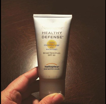 Photo of Neutrogena® Healthy Defense® Daily Moisturizer with Sunscreen Broad Spectrum SPF 30 uploaded by yessica g.