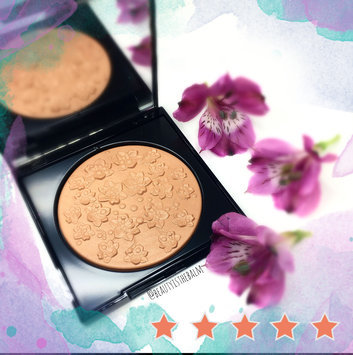Photo of Givenchy Les Saisons Healthy Glow Powder Floral Impression, N°02 Douce Saison uploaded by Joanne L.
