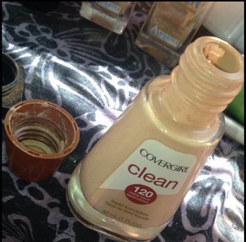 COVERGIRL Clean Normal Liquid Makeup uploaded by Dezi M.