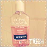 Neutrogena Oil-Free Pink Grapefruit Acne Wash Facial Cleanser uploaded by Helena L.