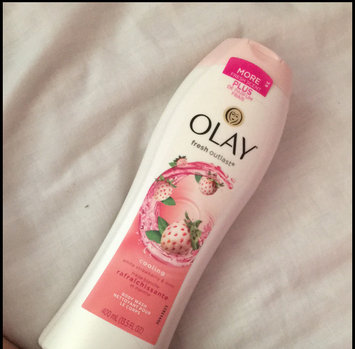 Olay Fresh Outlast Body Wash, Cooling White Strawberry & Mint, 13.5 fl oz uploaded by Rania Z.