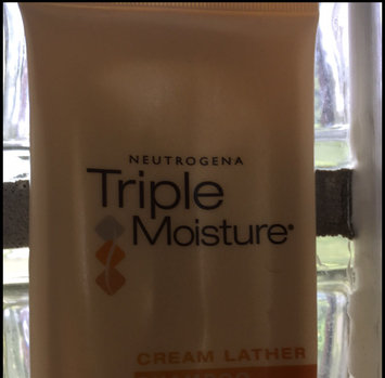 Neutrogena Triple Moisture Cream Lather Shampoo uploaded by Lyla V.