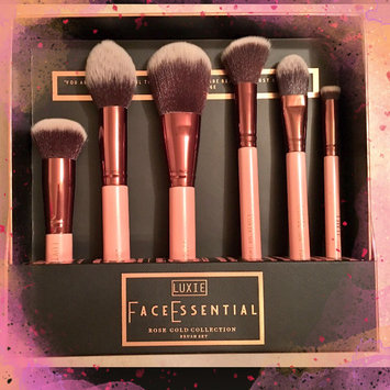 Luxie Rose Gold Synthetic 5 Piece Kabuki Brush Set uploaded by Wendie W.