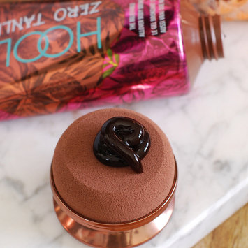 Photo of Benefit Cosmetics Hoola Zero Tanlines Allover Body Bronzer 5.0 oz uploaded by Emma Rose S.