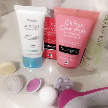 Photo of Neutrogena® Oil-Free Acne Wash Pink Grapefruit Cream Cleanser uploaded by Ana M.
