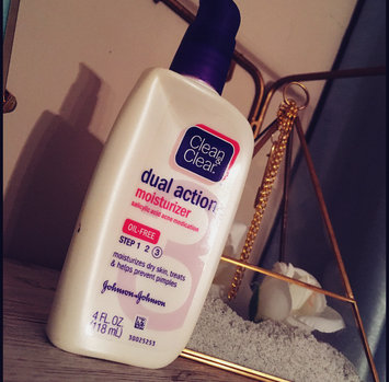 Photo of Clean & Clear® Essentials Dual Action Moisturizer uploaded by Tay L.