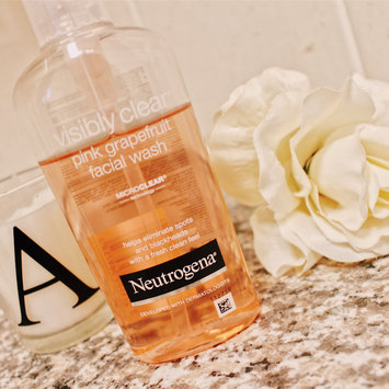 Photo of Neutrogena Oil-Free Pink Grapefruit Acne Wash Facial Cleanser uploaded by Alice H.