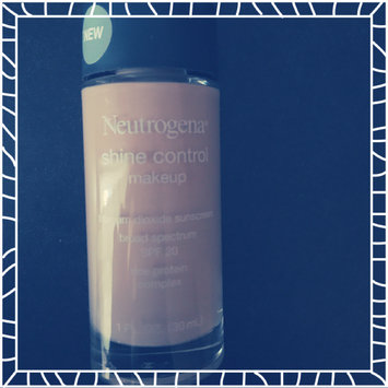 Photo of Neutrogena® Shine Control Liquid Makeup SPF 20 uploaded by Angelly H.