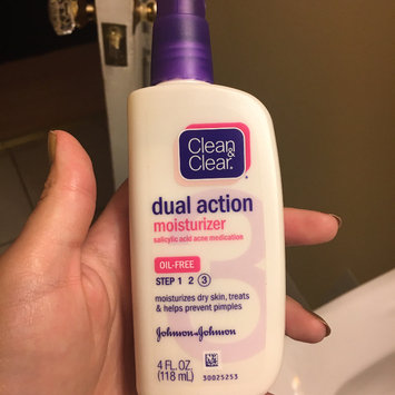 Photo of Clean & Clear Oil-Free Dual Action Moisturizer uploaded by Amanda J.