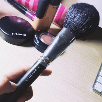Photo of MAC 150S Large Powder Brush uploaded by Kiany M.