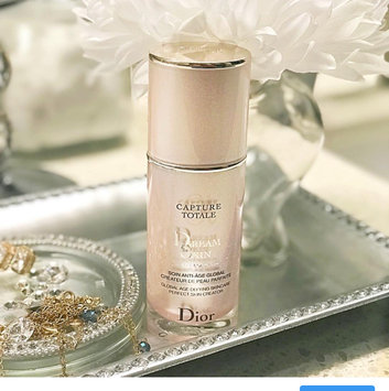 Photo of Dior Capture Totale Dreamskin 1 oz uploaded by Ibania G.