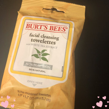 Photo of Burt's Bees Facial Cleansing Towelettes With White Tea Extract uploaded by Carrie M.