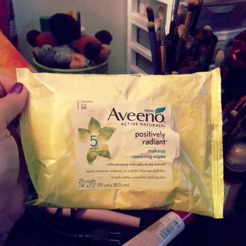 Photo of Aveeno® Active Naturals Positively Radiant Makeup Removing Wipes uploaded by CinDy G.