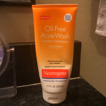 Photo of Neutrogena® Oil-Free Acne Wash Cream Cleanser uploaded by Mariafernanda P.